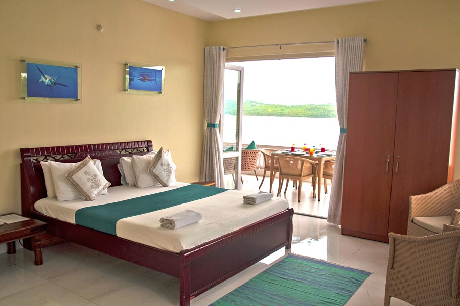 5924 Room 4 – Deluxe Double room with Sea View and Balcony